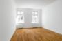 Ruhig und Zentral gelegene 3 Zimmer mit Balkon und Aufzug. - Großes Schlafzimmer 1