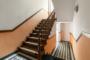 Ruhig und Zentral gelegene 3 Zimmer mit Balkon und Aufzug. - Treppenhaus